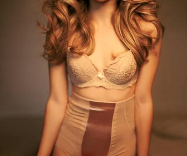 blondinka-seksualnie-volosi24