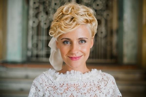 Прическа свадебная на короткие волосы 2017 объемная