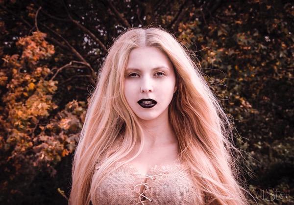 blondinka-seksualnie-i-krasivie-volosi-2015-107