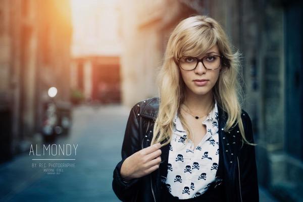 blondinka-seksualnie-i-krasivie-volosi-2015-12