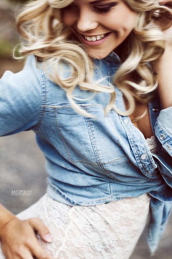 blondinka-seksualnie-i-krasivie-volosi-2015-18