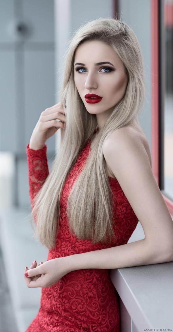blondinka-seksualnie-i-krasivie-volosi-2015-38