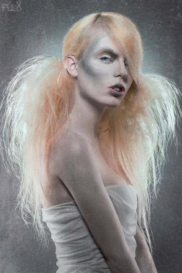 blondinka-seksualnie-i-krasivie-volosi-2015-49