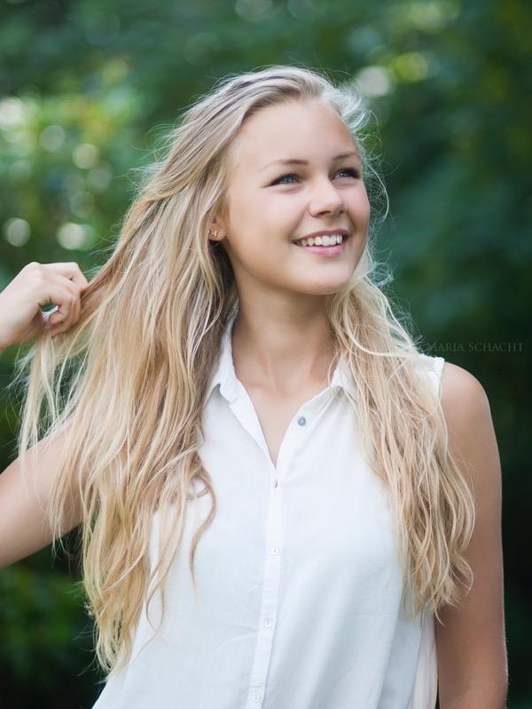 blondinka-seksualnie-i-krasivie-volosi-2015-55