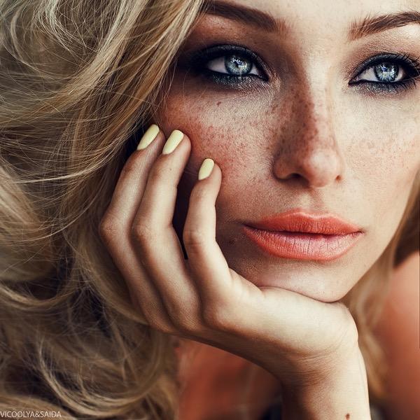 blondinka-seksualnie-i-krasivie-volosi-2015-58