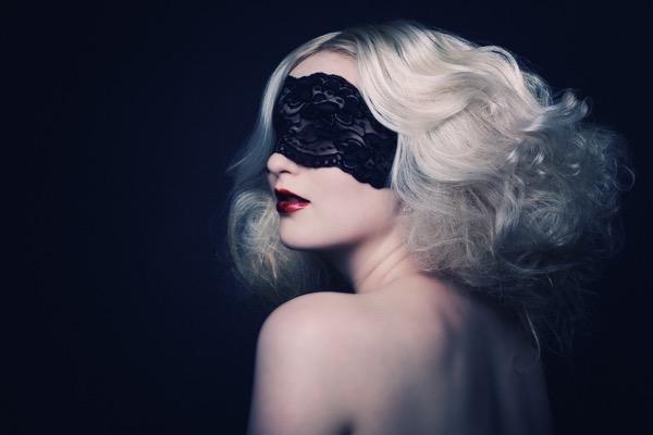 blondinka-seksualnie-i-krasivie-volosi-2015-6