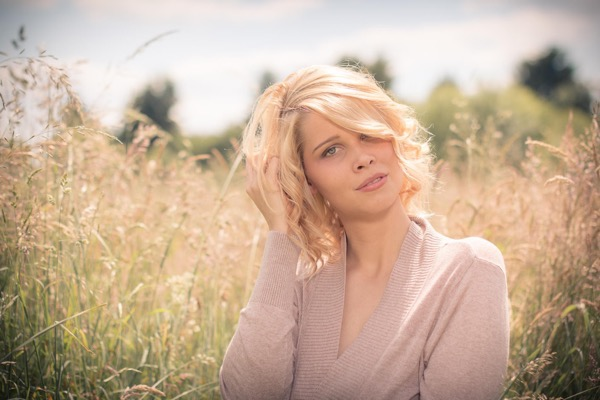 blondinka-seksualnie-i-krasivie-volosi-2015-76