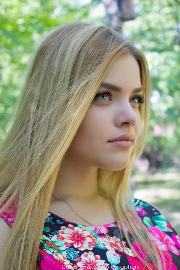 blondinka-seksualnie-i-krasivie-volosi-2015-82