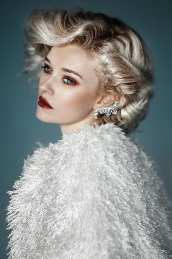 blondinka-seksualnie-i-krasivie-volosi-2015-84