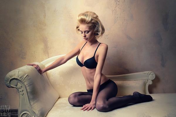 blondinka-seksualnie-i-krasivie-volosi-2015-87