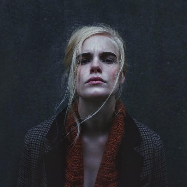 blondinka-seksualnie-i-krasivie-volosi-2015-95