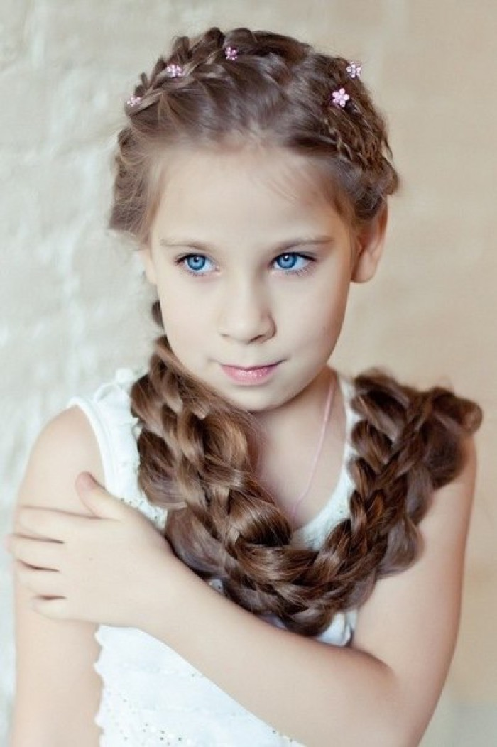 detskie-pricheski-dlya-devochek-na-noviy-god7