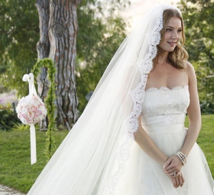 svadebnie-pricheski-na-srednie-volosi-s-fatoy