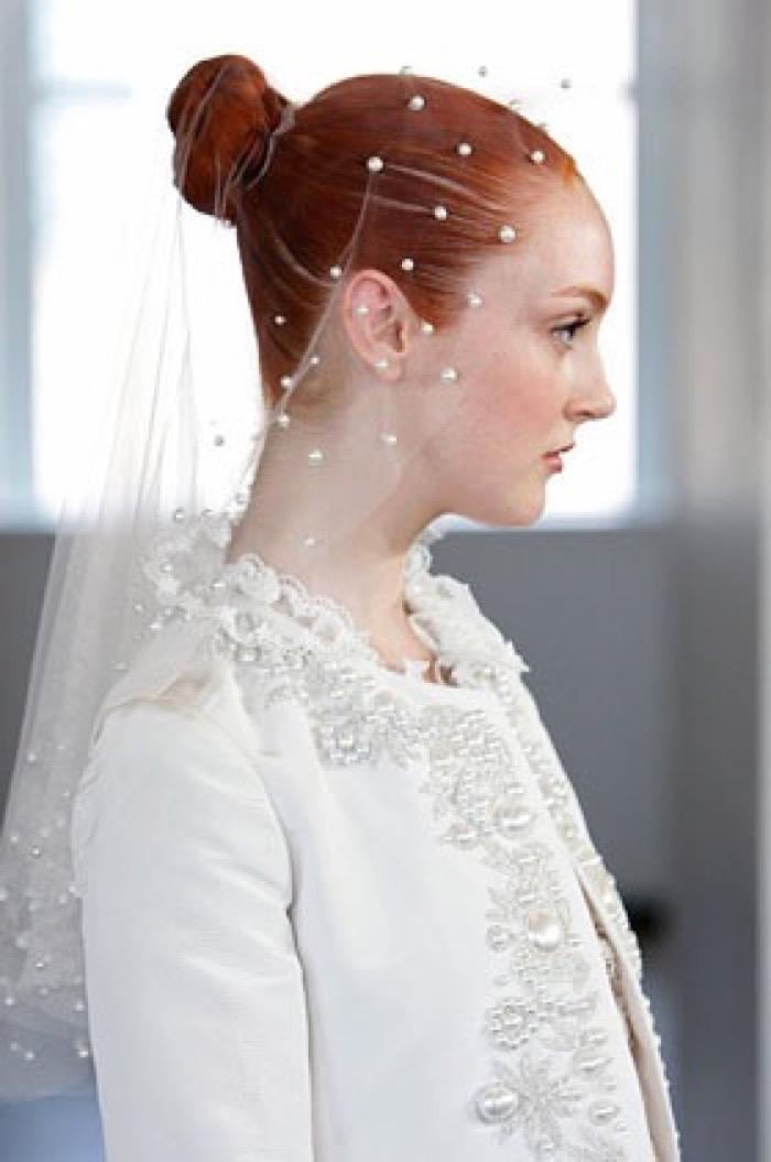 svadebnie-pricheski-na-srednie-volosi-s-fatoy10