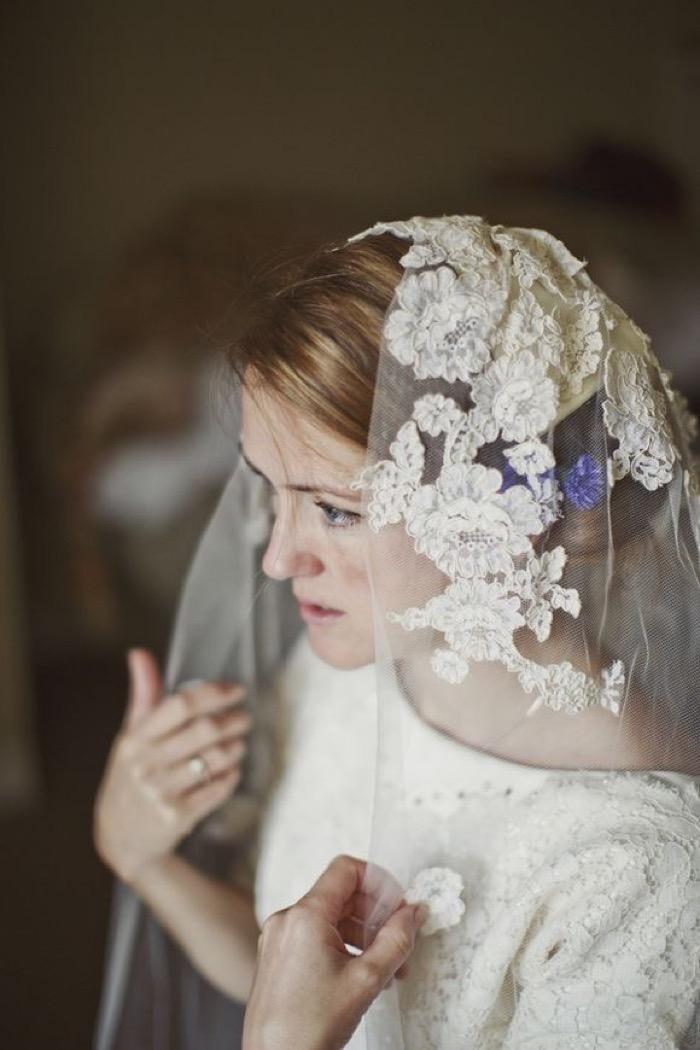svadebnie-pricheski-na-srednie-volosi-s-fatoy11