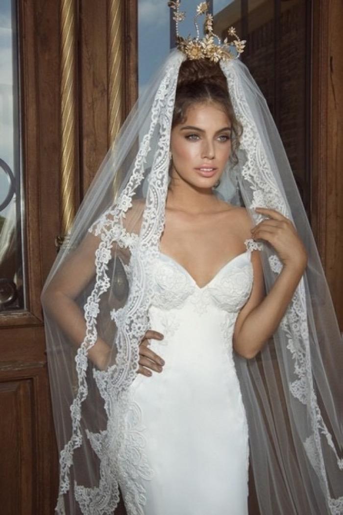svadebnie-pricheski-na-srednie-volosi-s-fatoy12