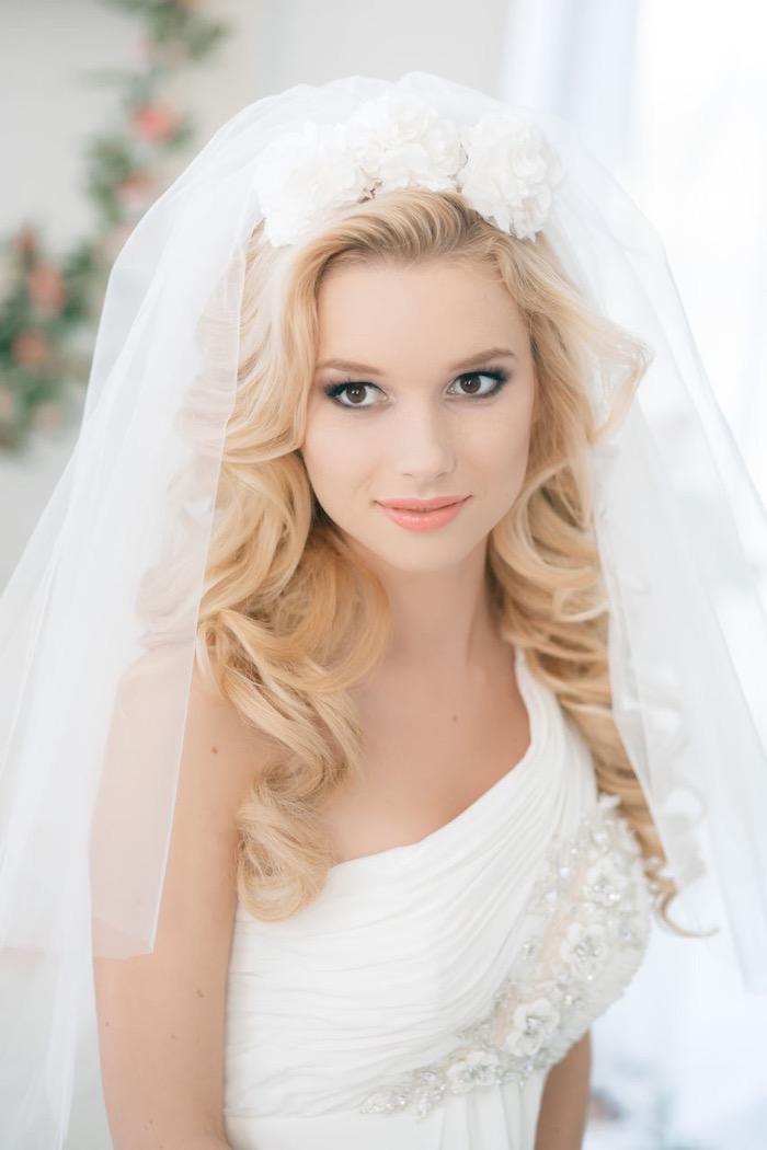 svadebnie-pricheski-na-srednie-volosi-s-fatoy17