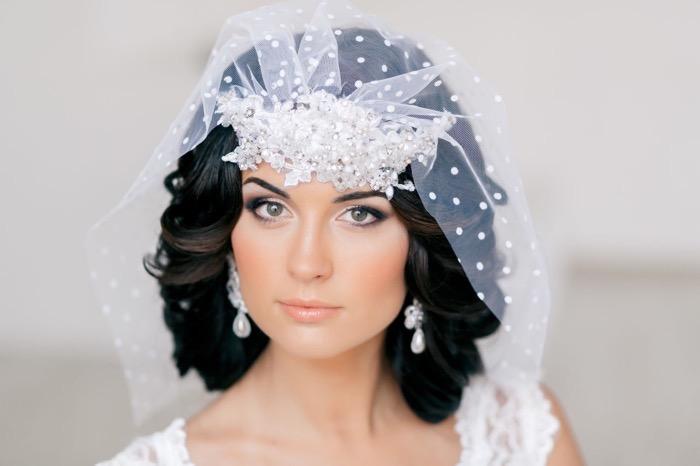 svadebnie-pricheski-na-srednie-volosi-s-fatoy3-1