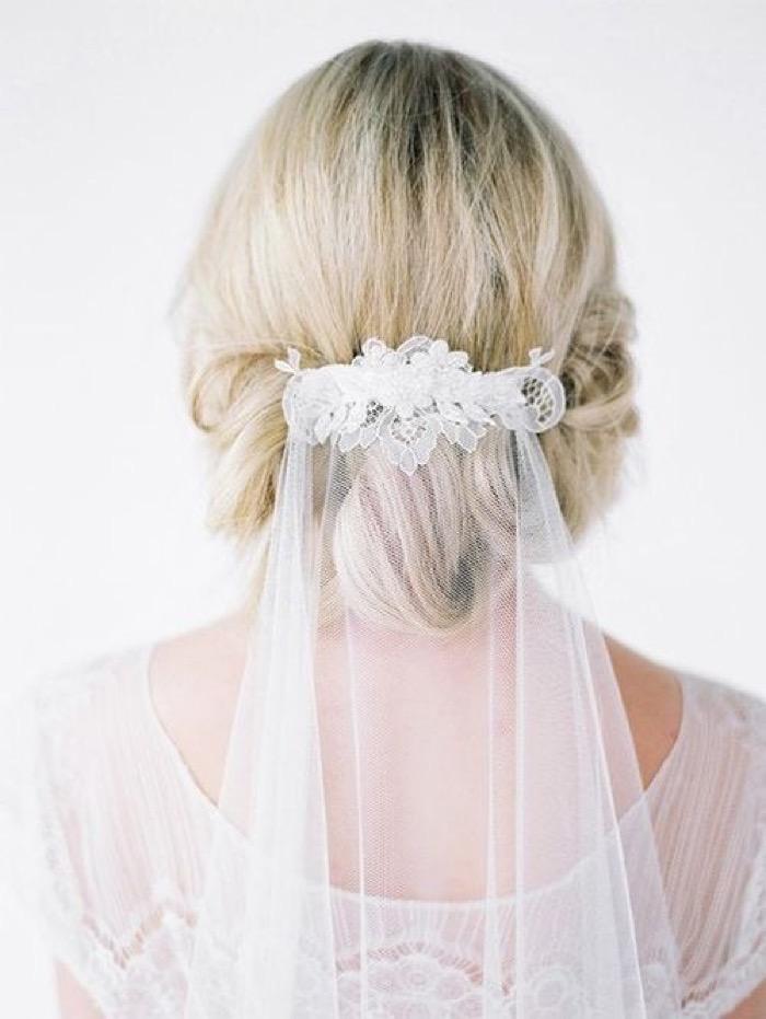 svadebnie-pricheski-na-srednie-volosi-s-fatoy3