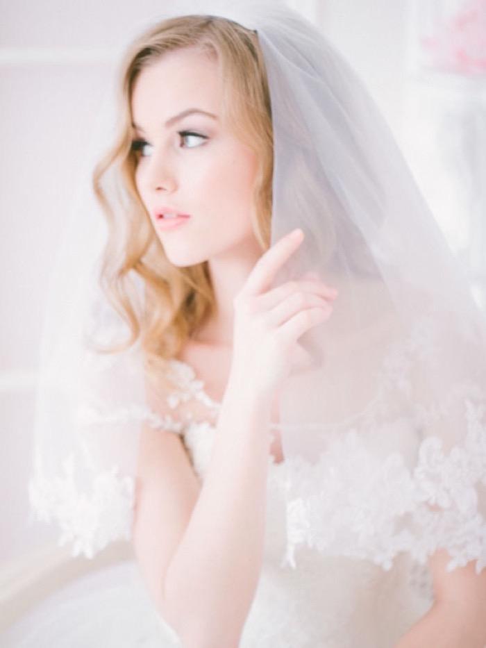 svadebnie-pricheski-na-srednie-volosi-s-fatoy5-2