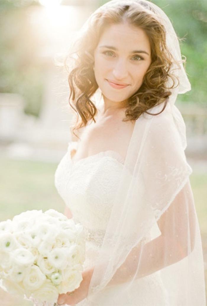 svadebnie-pricheski-na-srednie-volosi-s-fatoy8