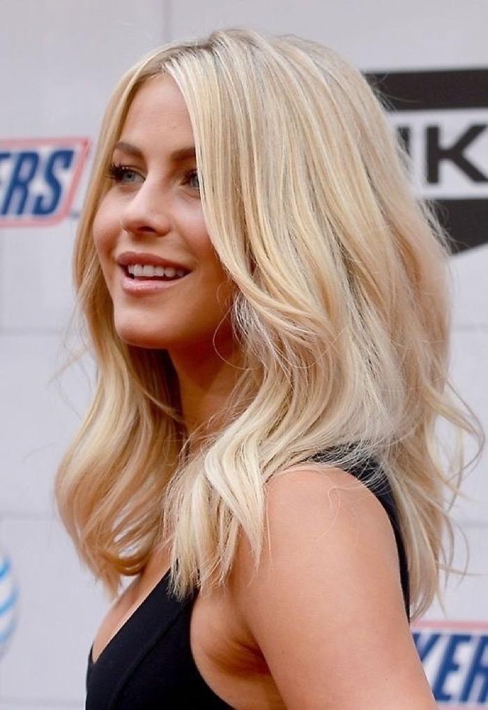 Прически для блондинок волосы средней длины