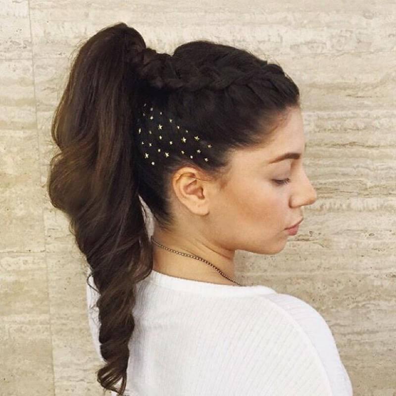 Прически со стразами в волосах